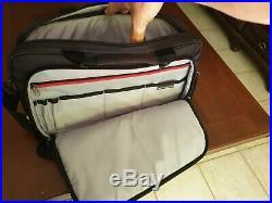 Asus Zenbook UX305FA + Sacoche Case Logic